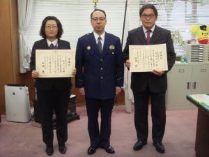 多摩中央警察署長(中央) 市村支店長(右) 鈴木係長(左)
